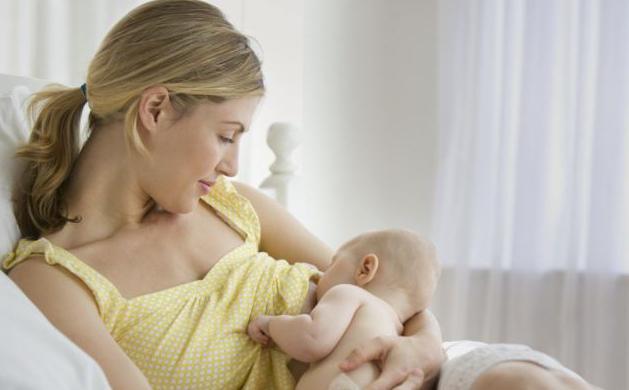 quanto latte dovrebbe mangiare un neonato