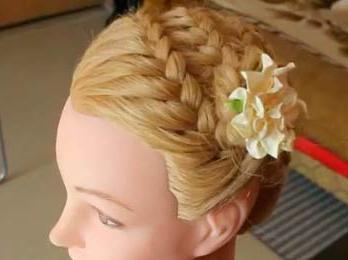 włosy warkocz wokół głowy