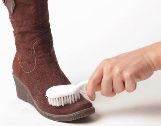 Как да се грижим за изкуствени велурени обувки през зимата