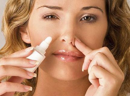 spray per il naso da un raffreddore