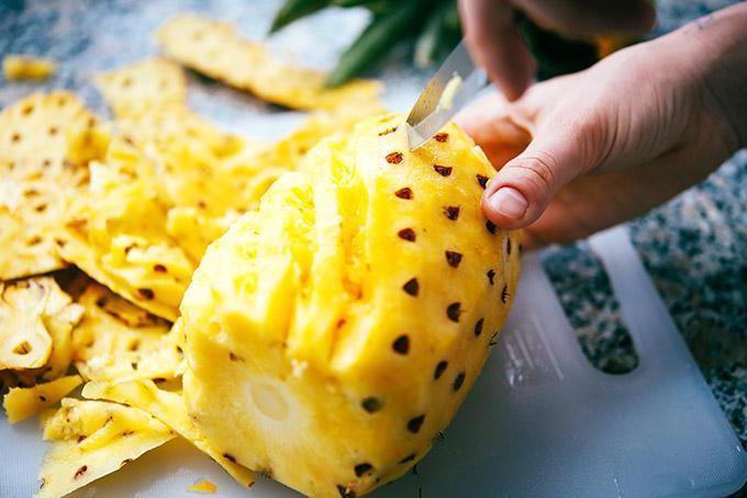 come sbucciare l'ananas a casa