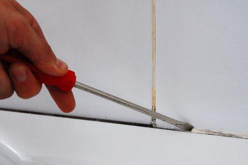 come pulire il silicone sigillante con bagno acrilico