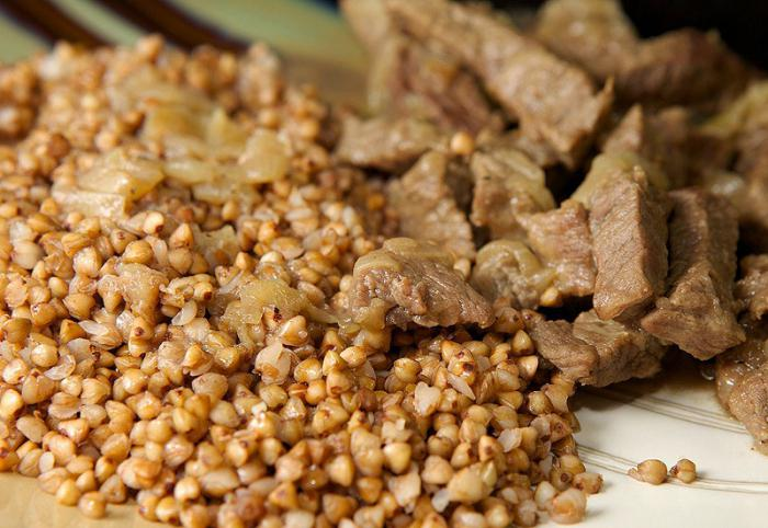 porridge di grano saraceno con funghi