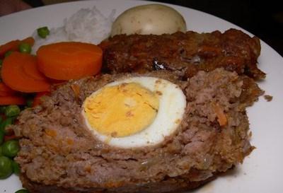 Rotolo di carne con dentro l'uovo