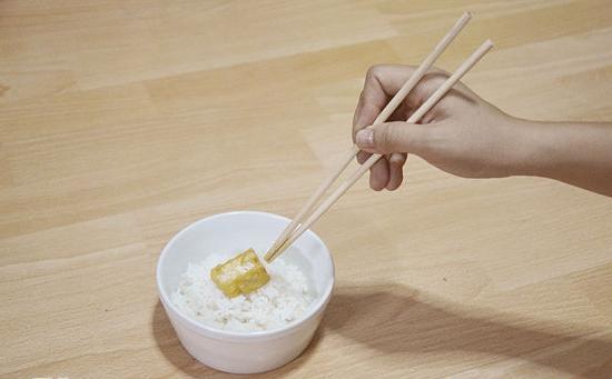 Kako jesti sushi sa štapićima