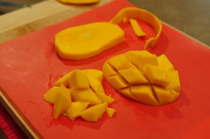 Mangiano la buccia di mango