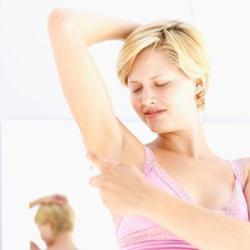 kako se riješiti znoja ispod pazuha
