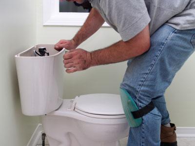 jak nainstalovat nádrž na toaletu