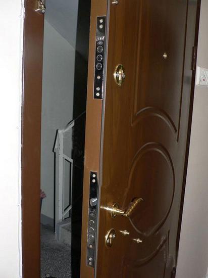 come installare una porta di metallo