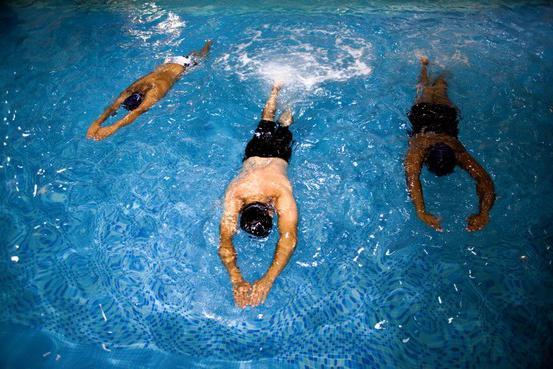 come imparare a nuotare adulto