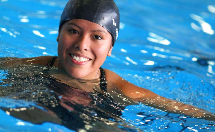 come gli adulti imparano a nuotare