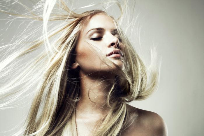 jak rozjaśnić włosy za pomocą nadtlenku