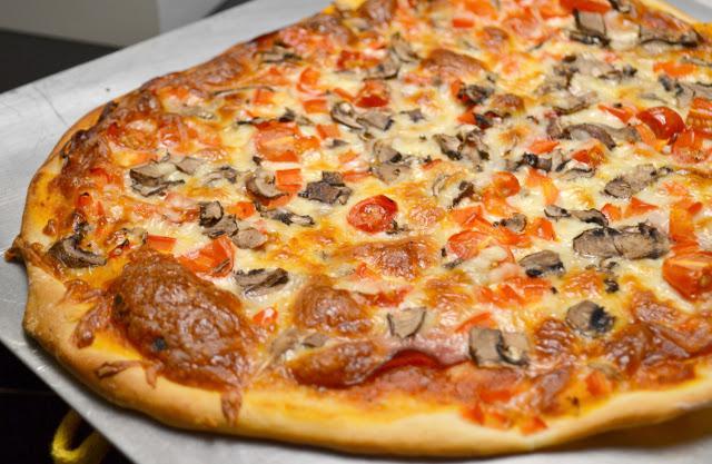 come preparare l'impasto della pizza a casa