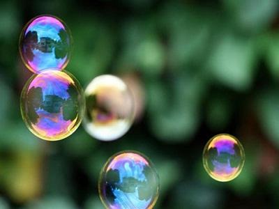 Come si fanno le bolle di sapone a casa?