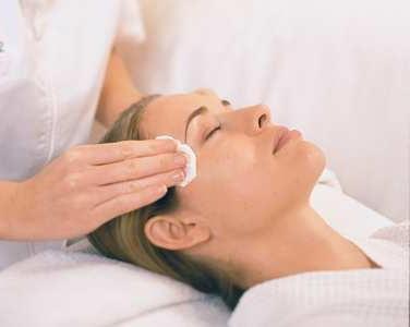 come restringere i pori sulla pelle
