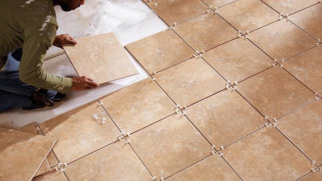 как да сложите плочка на пода със собствените си ръце