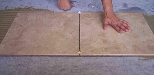 полагане на керамични плочки на пода
