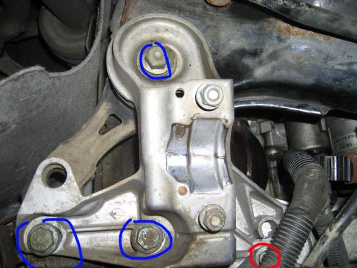 sostituzione del supporto motore destro