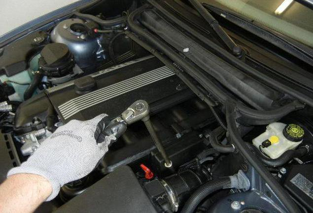 sostituzione del supporto motore anteriore