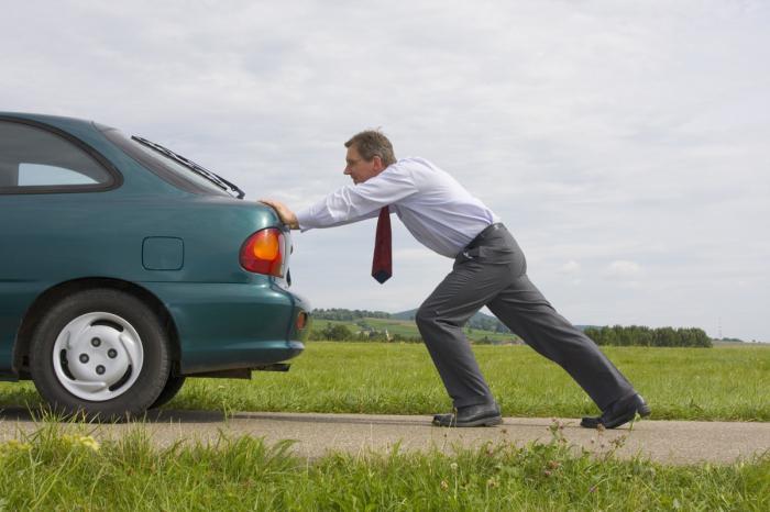 kako pokrenuti automobil ako je baterija mrtva
