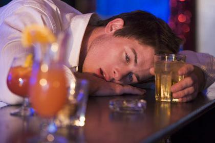 Come smettere di bere alcolici da soli