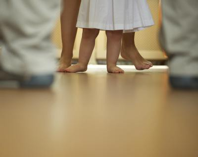 come insegnare a un bambino a camminare