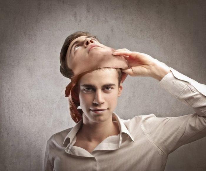 gesty, gdy osoba kłamie