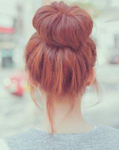 acconciatura con un rullo di capelli