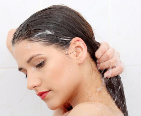 come lavare i capelli meno spesso
