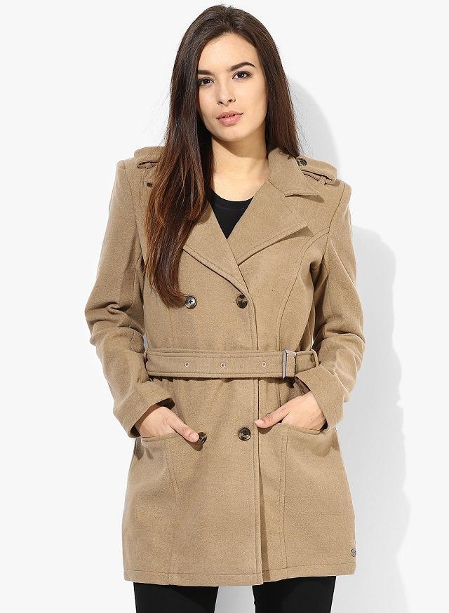 foto femminile del cappotto beige