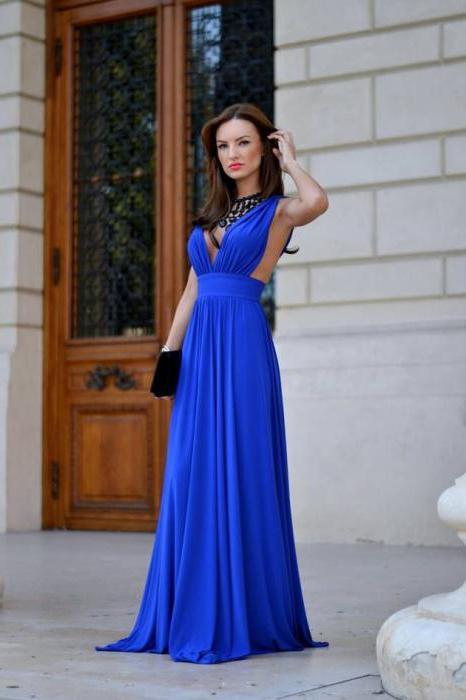 vestito blu per terra
