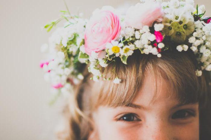come tessere una corona di fiori selvatici