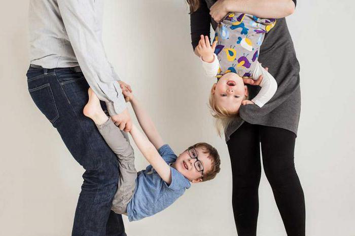 sessione di foto di famiglia nelle idee dello studio