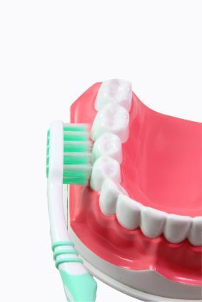 infiammazione delle gengive vicino al dente