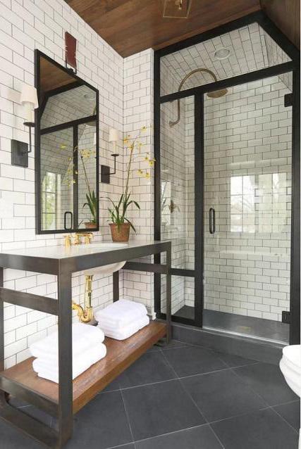 вътрешна баня с тоалетна снимка
