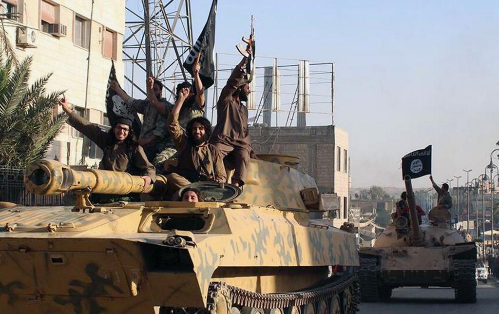 Militanti sul serbatoio