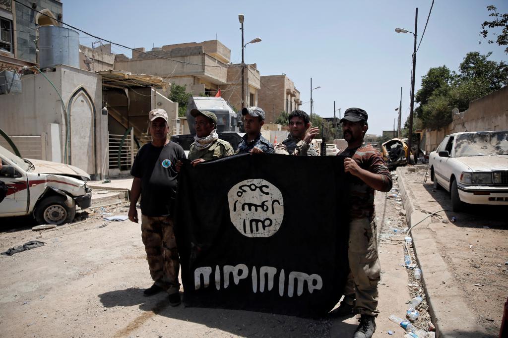 Islamisti con una bandiera