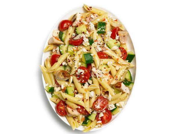 Włoska sałatka z serem i makaronem