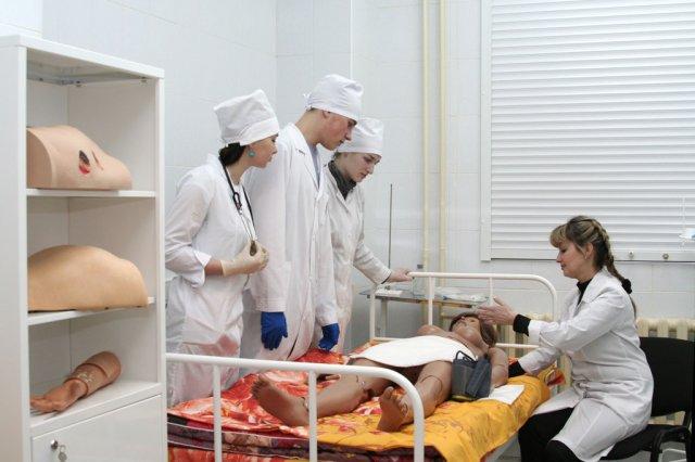 Zajęcia na manekinach w Akademii Medycznej w Iżewsku