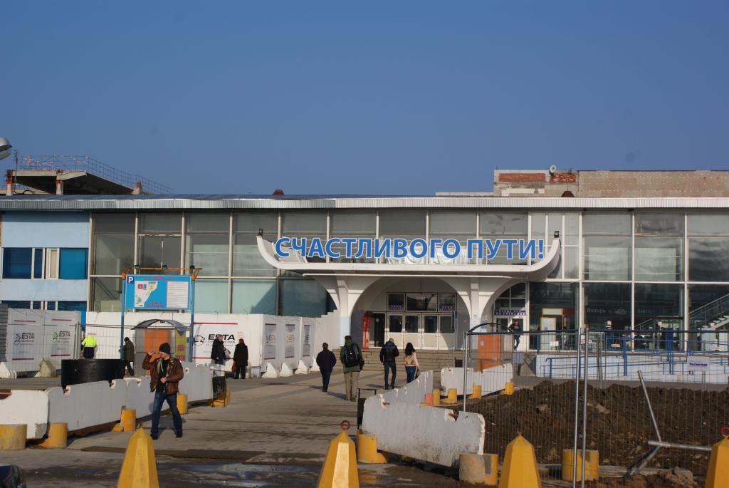 Ingresso all'aeroporto Khrabrovo