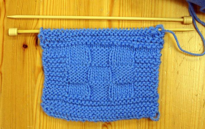 camicetta per un neonato con ferri da maglia per principianti