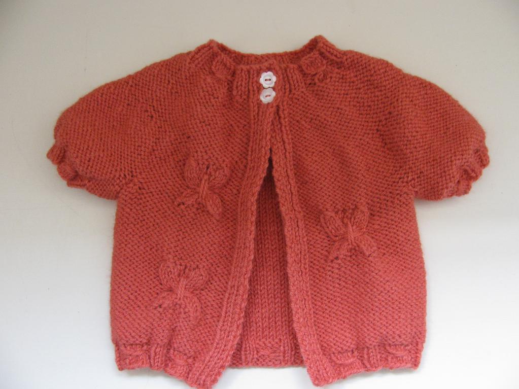 Camicetta lavorata a maglia per un piccolo fashionista