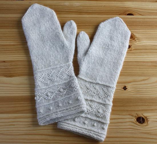 guanti da maglia su due aghi