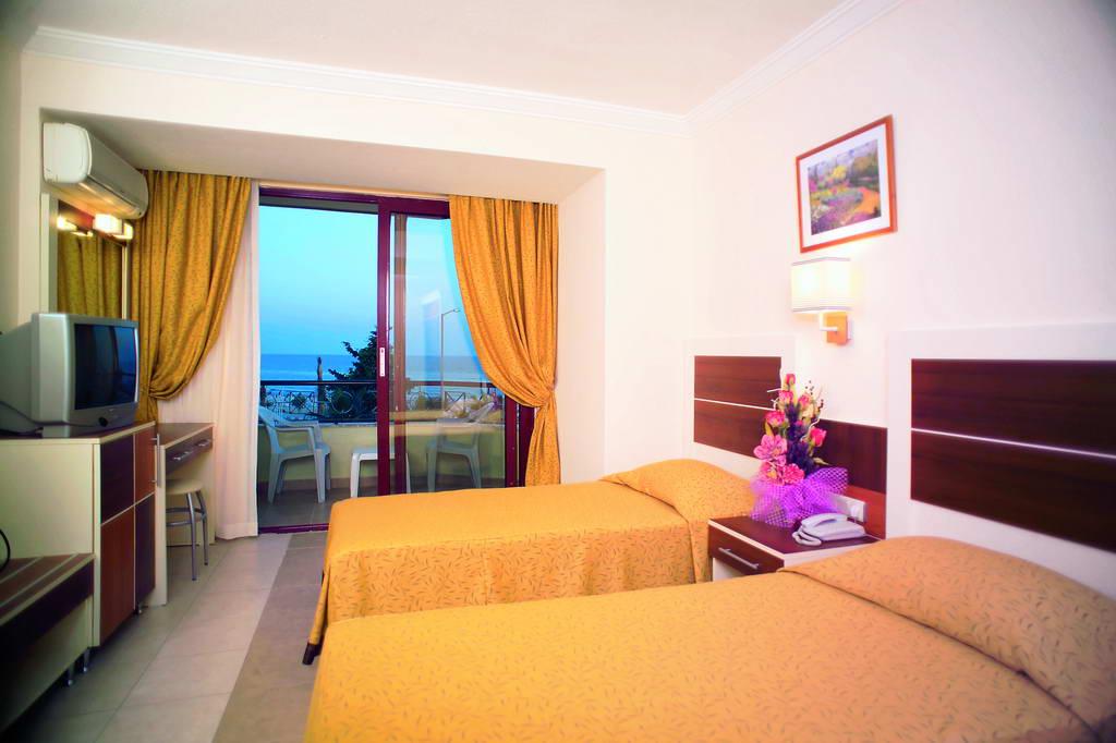 Krizantem Hotel 4 * foto della camera