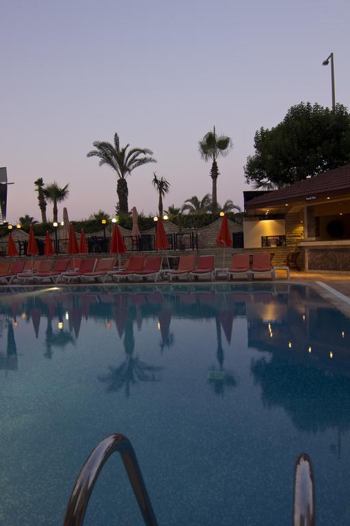 Krizantem Hotel 4 * piscina