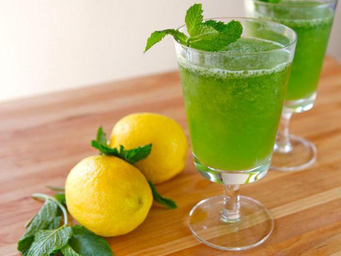 domácí limonáda s mátou a citronem