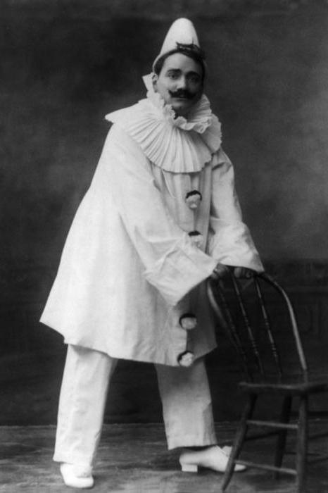 sadržaj klaunova opere