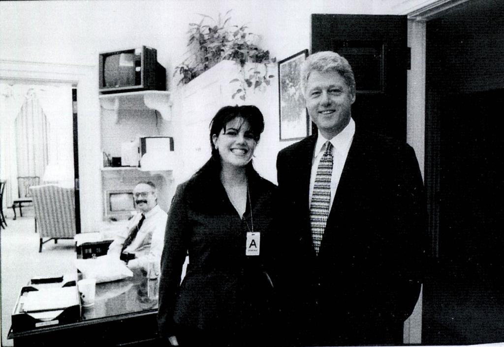 Monica Lewinsky con il presidente degli Stati Uniti