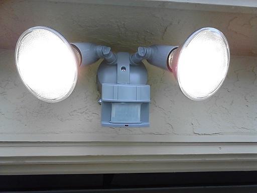 Уличне лампе са сензором покрета