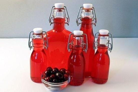 tintura di mirtilli rossi sulla ricetta della vodka con le foto